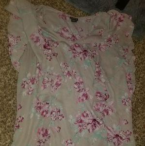 Torrid Size 1 V-Neck flutter sleeve blouse